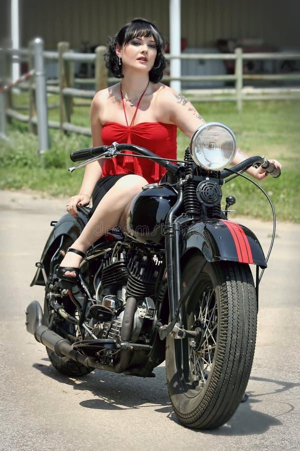 摩托车pinup妇女 免版税图库摄影