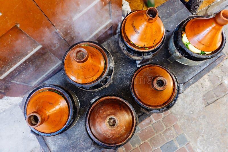 摩洛哥人Tagine tajin 街道食物在摩洛哥马拉喀什 摩洛哥的全国和传统烹调 库存图片