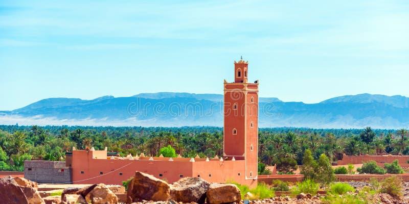 摩洛哥扎戈拉山景清真寺 复制文本的空间 免版税库存图片