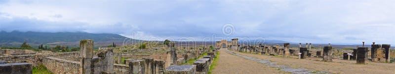 摩洛哥梅克内斯沃卢比利斯遗址主路全景 库存图片
