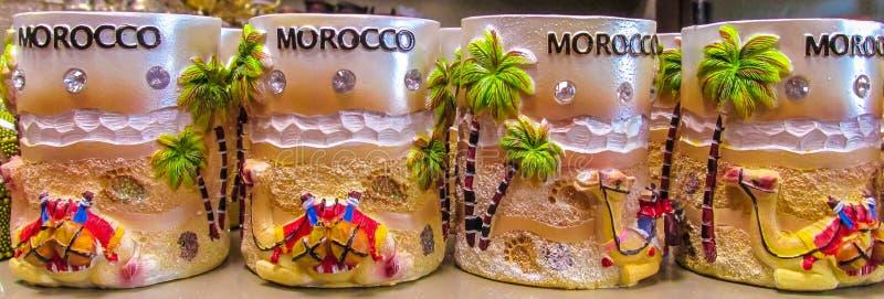 摩洛哥纪念品杯子在商店 免版税库存图片