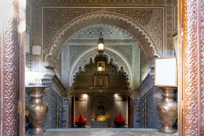 摩洛哥马拉喀什麦地那老房子的入口 库存照片