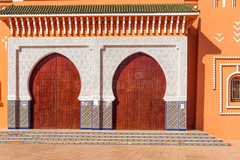 摩洛哥Zagora,东方风格的漂亮门和正面 免版税图库摄影