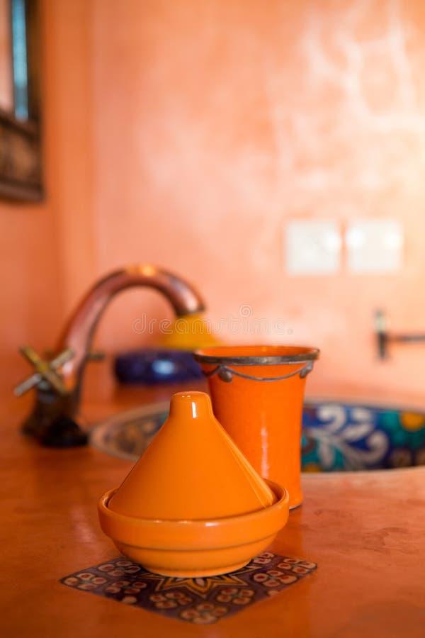 摩洛哥装饰在传统卫生间里 免版税库存图片