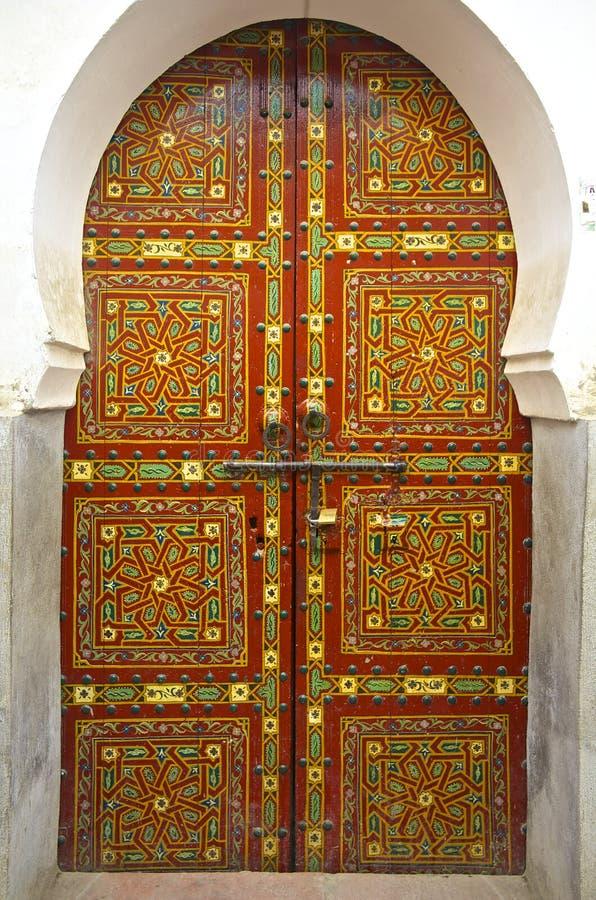 摩洛哥雪松木头被绘的门 免版税库存图片
