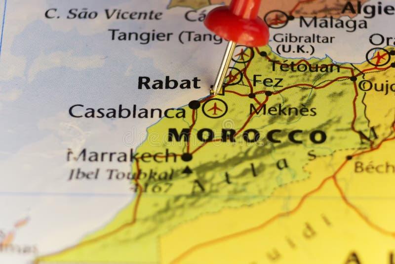 摩洛哥,在国会大厦城市拉巴特的别针的地图 免版税库存图片