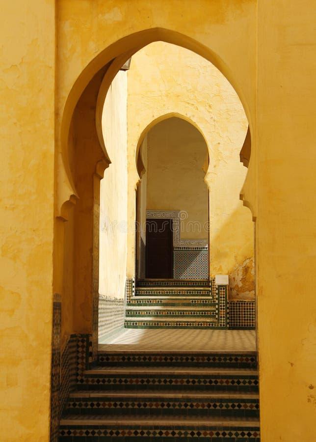 摩洛哥,梅克内斯,伊斯兰教的曲拱 免版税库存图片