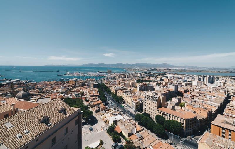 撒丁岛的首都的鸟瞰图从最高的塔的 免版税库存照片