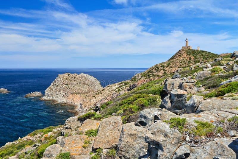 撒丁岛-有灯塔的品柱Sandalo 库存图片