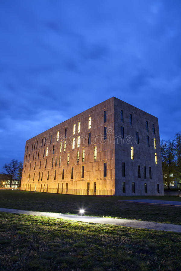 Download 撒克逊人的状态和大学图书馆德累斯顿的夜场面 库存照片. 图片 包括有 蓝色, 德国, 大学, 学员, 创新 - 30326470