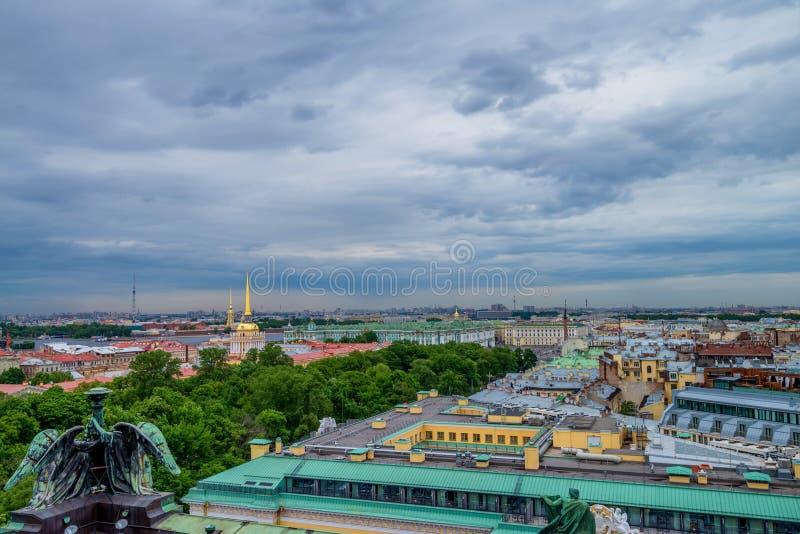 从以撒` s大教堂的看法在圣彼得堡 库存图片