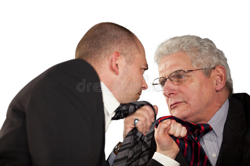 撕毁他们的关系的恼怒的生意人 免版税库存图片
