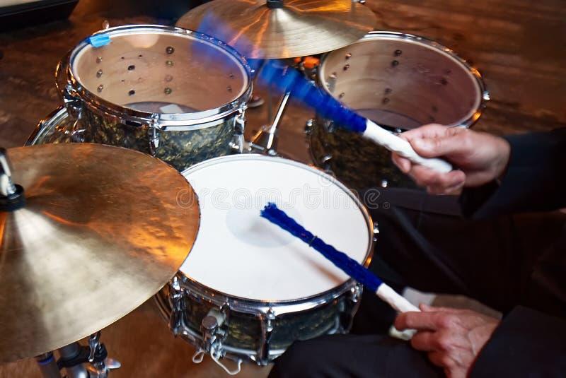 播放一个小鼓集合的鼓手 库存图片