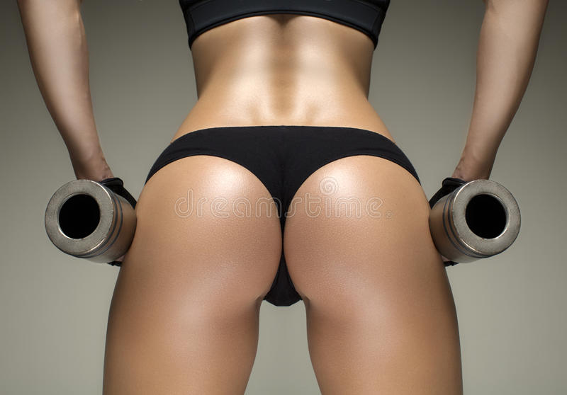 播种的演播室射击了健身妇女的一个惊人的热的运动的身体 图库摄影