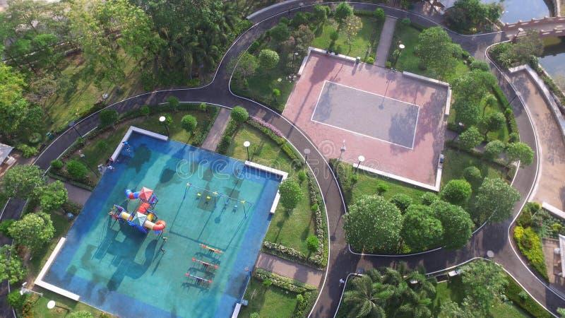 操场公园寄生虫阿里埃勒视图上面和树放松地标 免版税库存照片