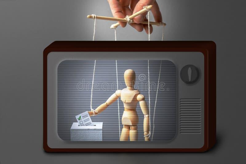 操纵傀儡的人操作玩偶 投票是不诚实的在电视,人上降低纸芭蕾箱子投入它在缸,错误 免版税库存图片