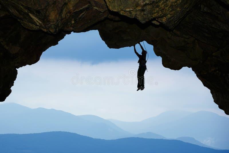 攀岩运动员极端体育和登山概念 免版税库存照片