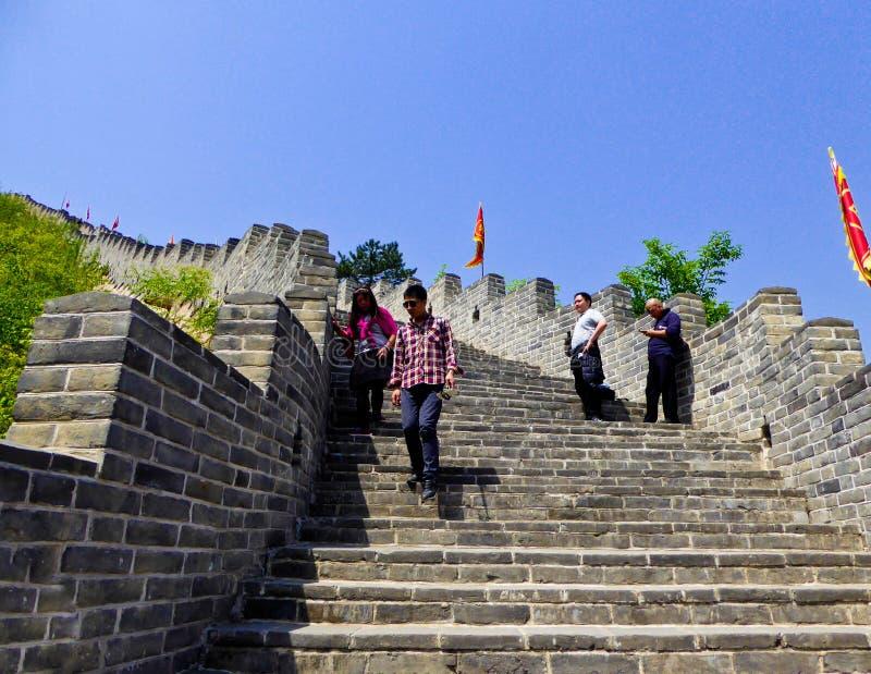攀登Huanghuacheng长城的游人 库存图片
