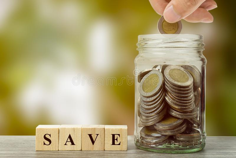 攒钱、金钱投资和财政概念 免版税库存照片