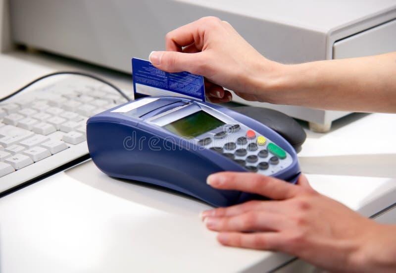 支付终端的看板卡赊帐 库存照片