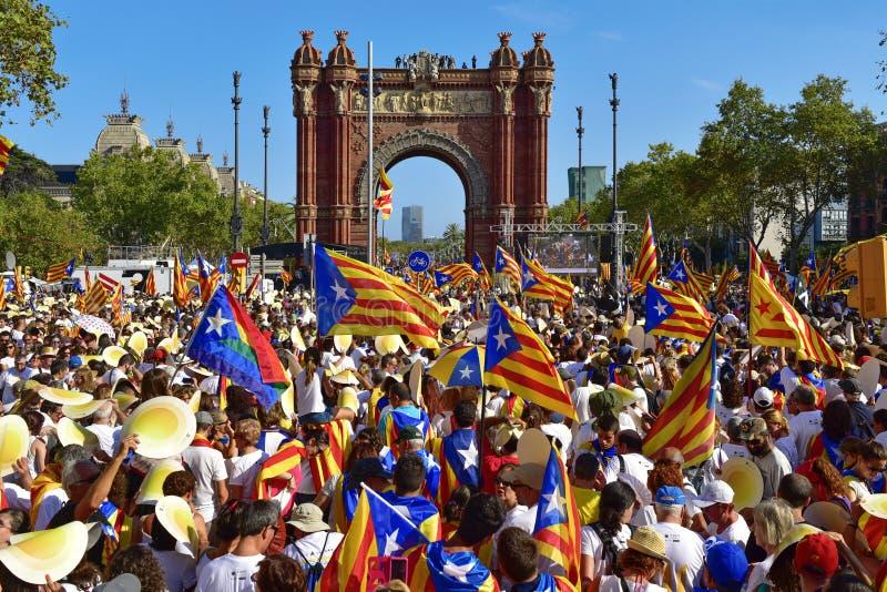 以支持卡塔龙尼亚的独立召集在巴塞罗那, 图库摄影
