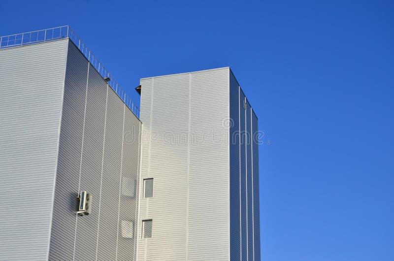 支持在工业高层建筑物 库存照片