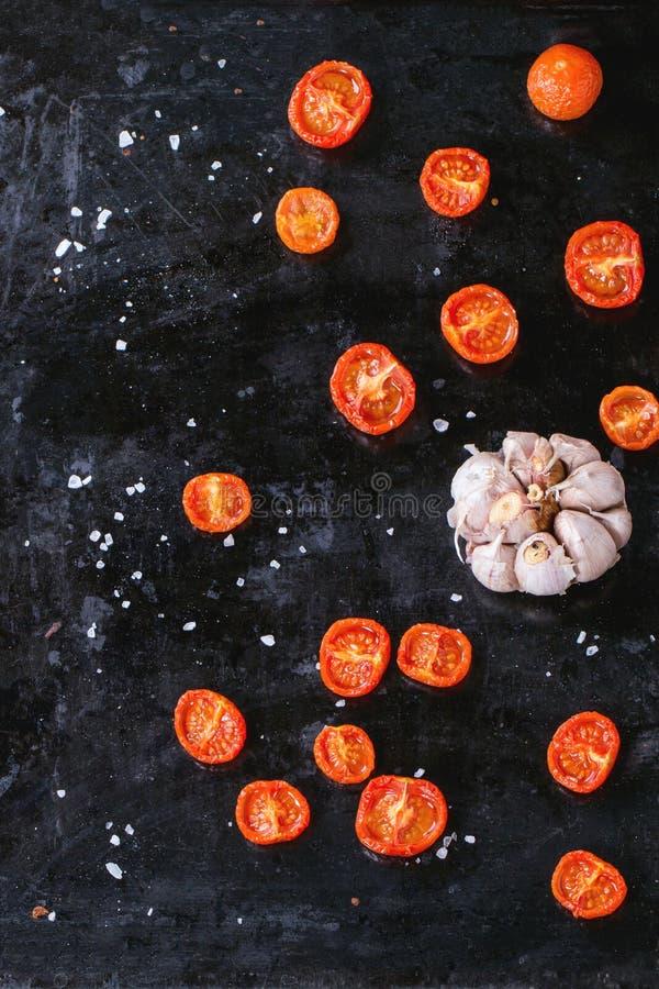 支持的蕃茄和大蒜 免版税库存照片