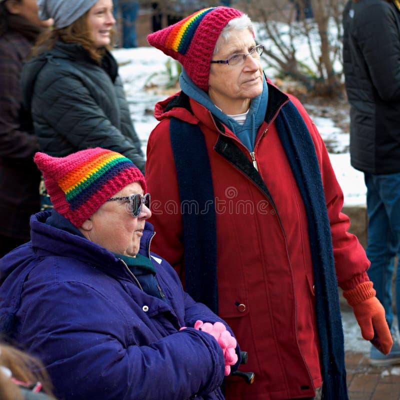 支持LGBT权利的两三名妇女 免版税库存图片