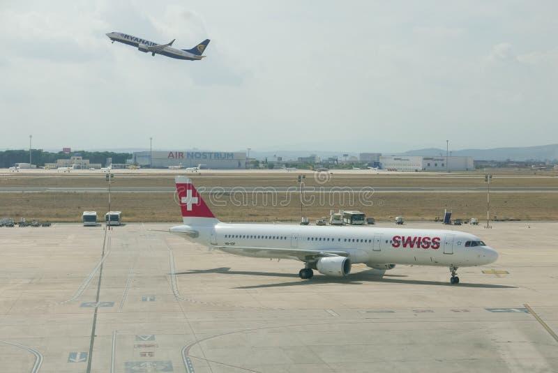 收税对门的瑞士航空公司 免版税库存图片