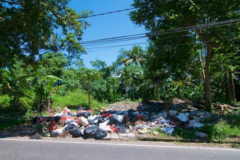 收集中心的露天废物位于Ubud巴厘岛 免版税库存照片