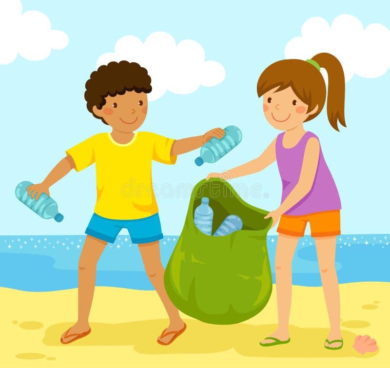 收集在海滩的塑料瓶 皇族释放例证