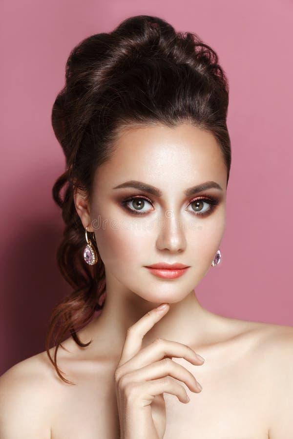 收集的秀丽柔和的魅力妇女画象深色的头发 免版税库存照片