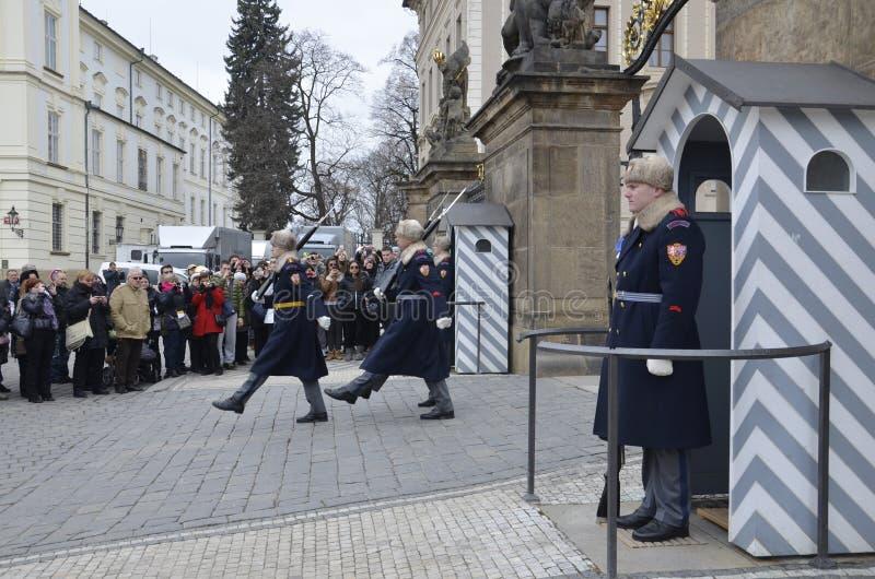 改变在布拉格城堡的卫兵,捷克 免版税库存图片
