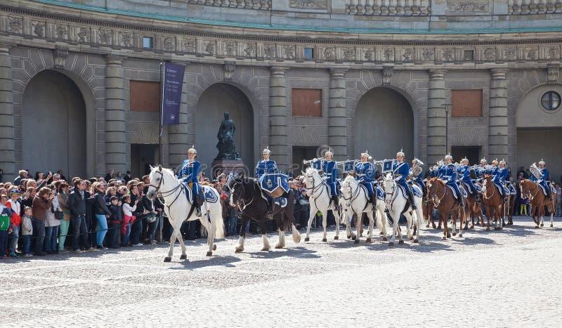 改变在王宫附近的卫兵。瑞典。斯德哥尔摩 免版税库存照片
