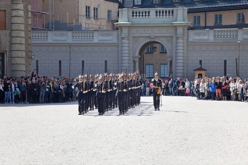 改变在王宫附近的卫兵。瑞典。斯德哥尔摩 库存图片
