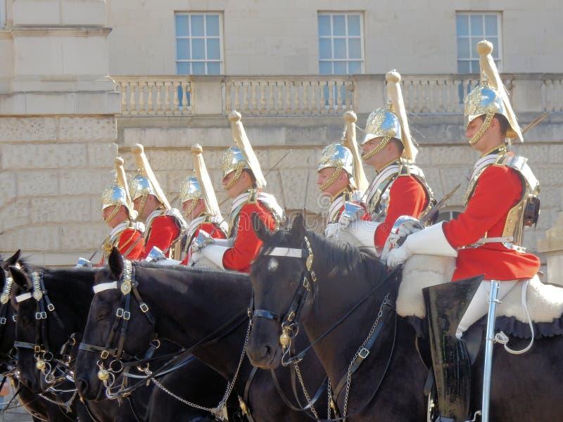 改变女王的救生员,骑马卫兵游行,伦敦, 免版税图库摄影