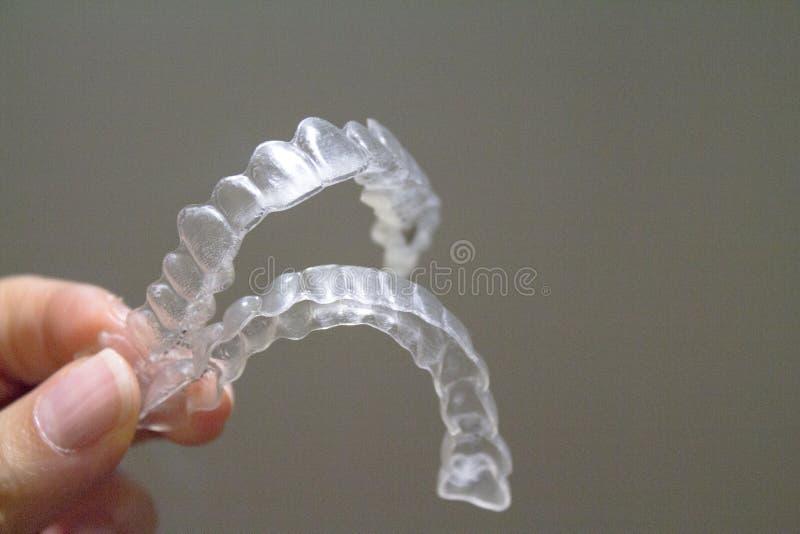 改正牙齿对准线的透明牙齿畸齿矫正术 库存图片