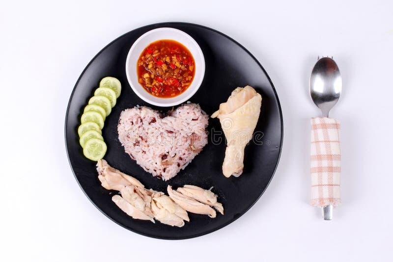放出的红褐色的油腻的米和放出的鸡 库存照片