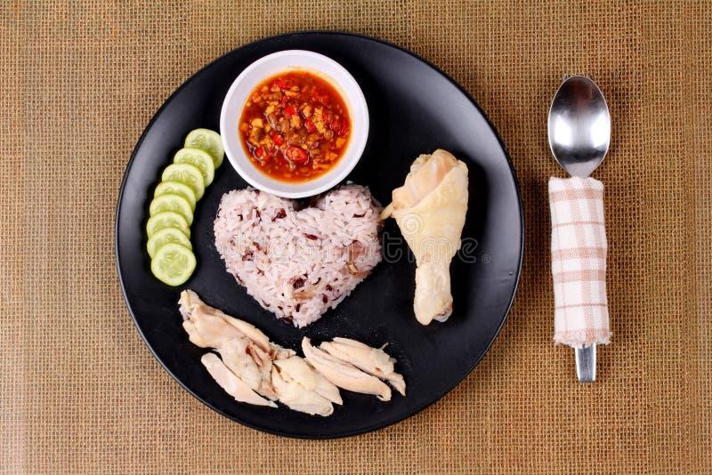 放出的红褐色的油腻的米和放出的鸡 免版税图库摄影