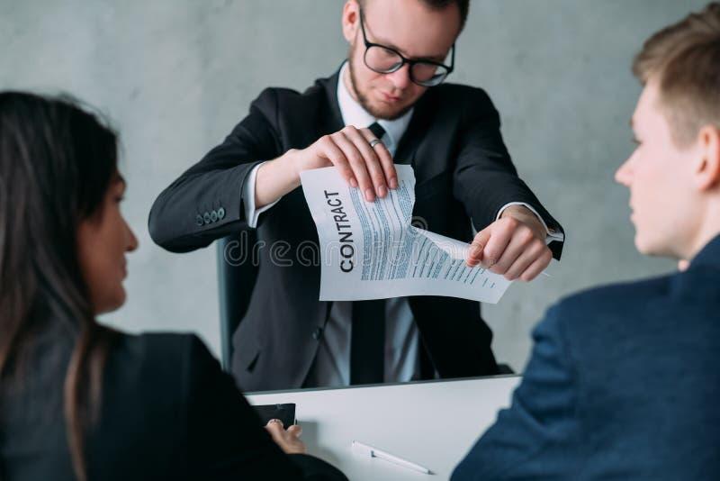放弃合同不合格的合作断裂成交 免版税库存图片