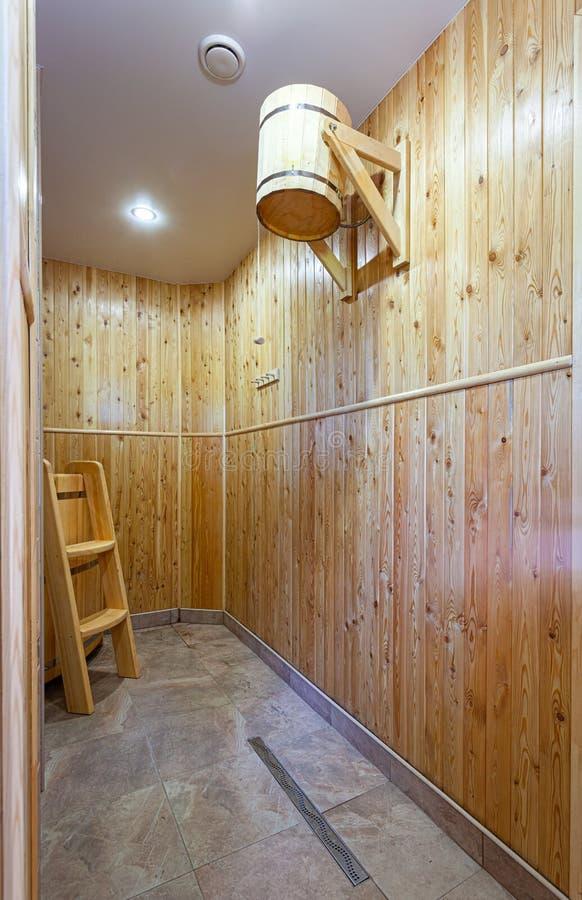 放松在热的蒸汽浴 库存图片