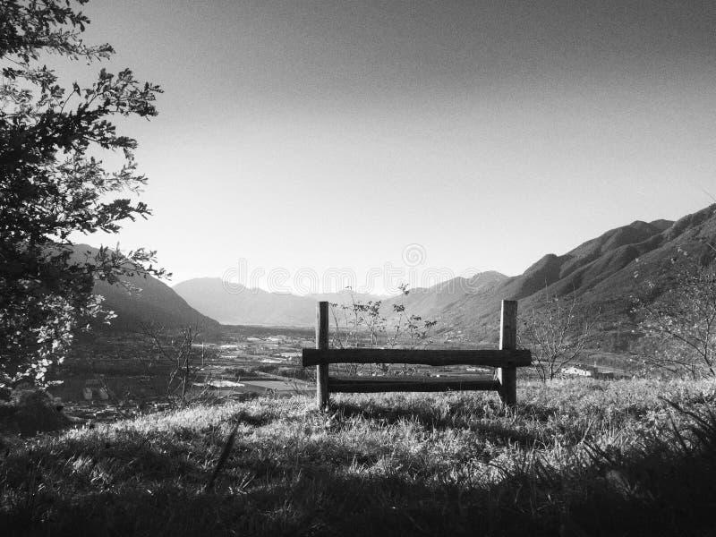 放松并且享受看法 卡莫里诺,瑞士 库存图片