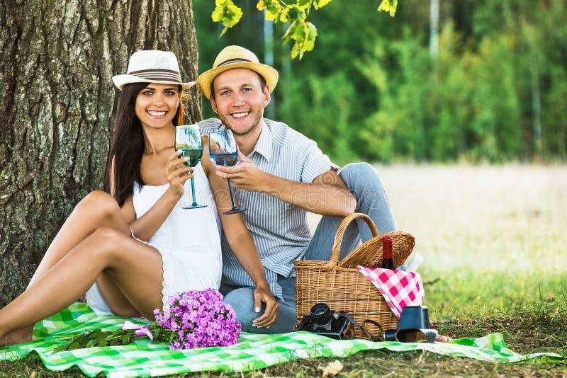 放松本质上的爱恋的夫妇 库存图片