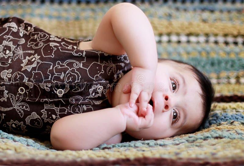放松的婴孩 免版税库存图片
