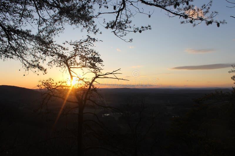 放松的日落山好早晨 免版税图库摄影