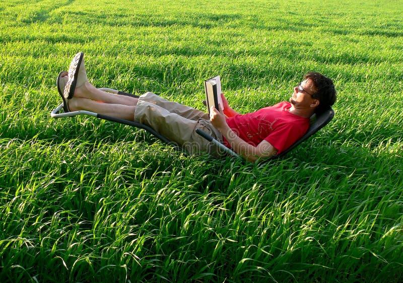 放松的节假日读取 免版税图库摄影