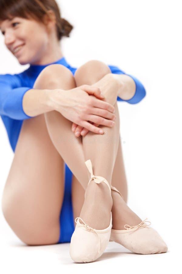 放松芭蕾的女孩 免版税库存照片