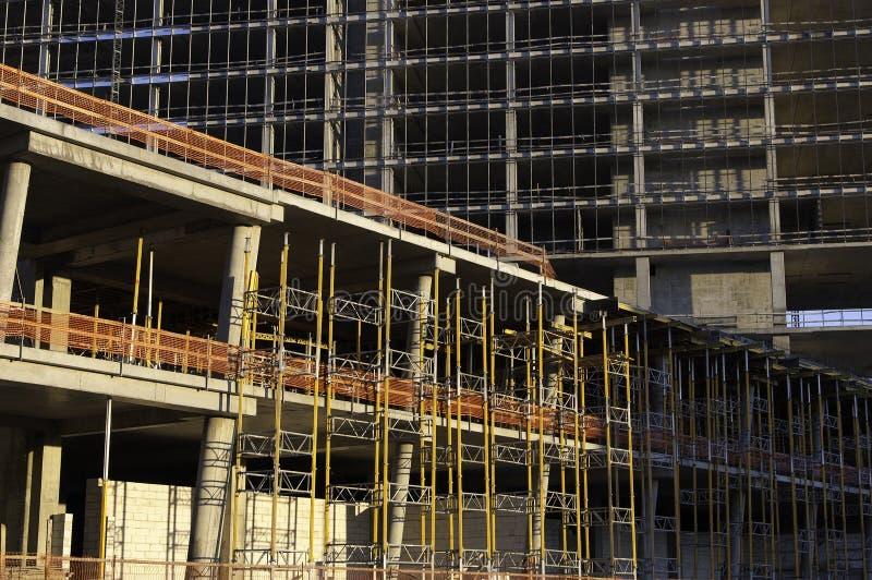 放置户外站点的砖建筑 免版税库存图片