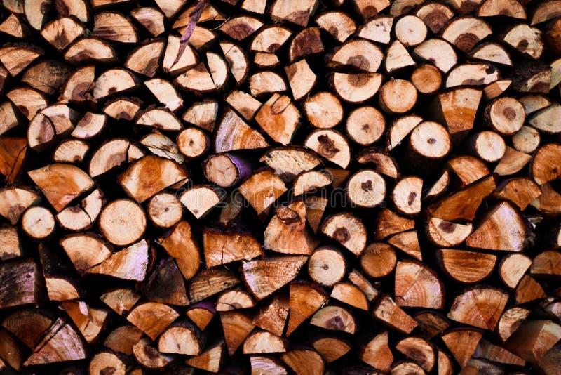 放置木头在村庄 免版税库存图片