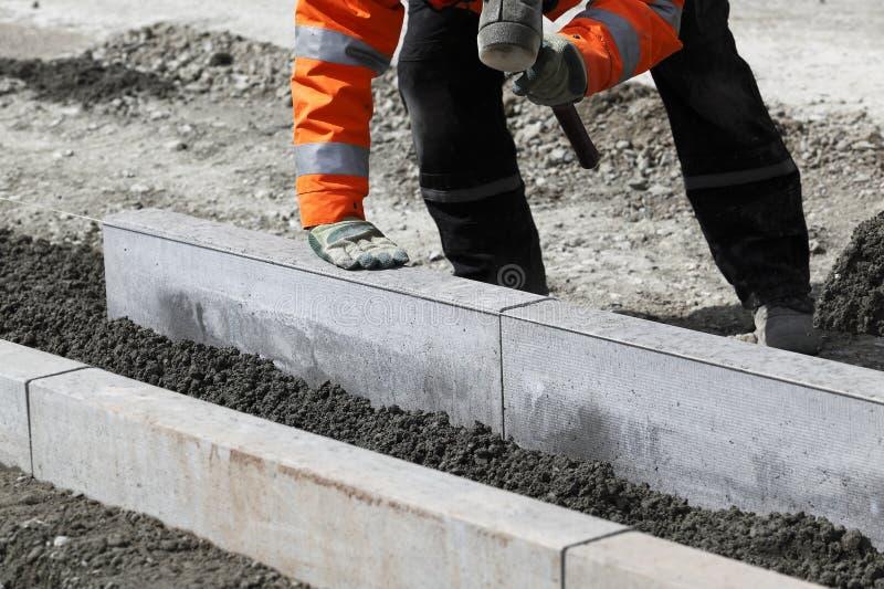 放置石头工作者 免版税库存照片